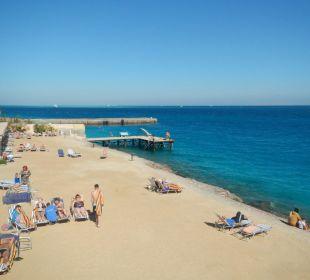 Пляж с выходом на глубину Sphinx Aqua Park Beach Resort