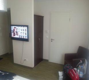 Schmaler Kleiderschrank und Eingang Bad Best Western Hotel am Spittelmarkt