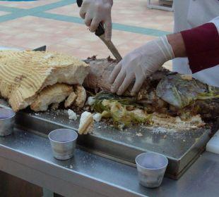 Thunfisch im Salzmantel beim Abendbuffet Club Big Blue Suite Hotel