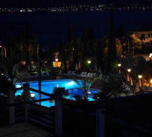 Ausblick Zimmer Seitlicher Seeblick bei Nacht Hotel Caravel