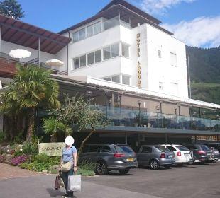 Neue Terasse mit Karport  Hotel Ladurner