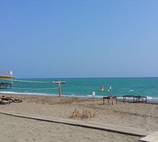 Sand und Kies. Badeschuhe ratsam Sherwood Dreams Resort