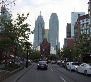 Vor dem Hotel Hotel Holiday Inn Express Toronto Downtown