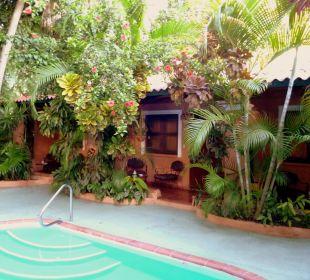 Innenbereich mit den Zimmern Hotel Casa Valeria