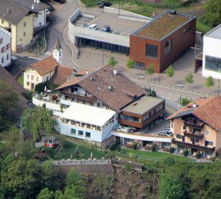 Hotel von Oben mit Zoooom! 1400m Hotel Alpenhof Passeiertal