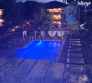 Chill-Out-Pool bei Nacht Hotel Viva Tropic
