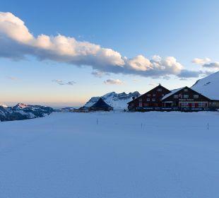 Aussenasicht im Winter Berghaus Jochpass