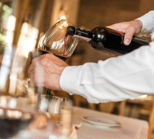 Probieren Sie auch unsere Schweizer-Weine!  Romantik Hotel Hornberg