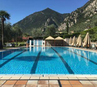 Pool am Vormittag Hotel Caravel