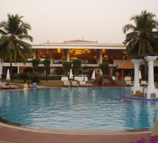 Das Poolgelände in der Früh Hotel Holiday Inn Resort Goa