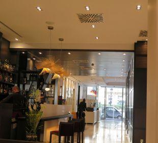 Barbereich und Rezeption Grupotel Gran Via 678