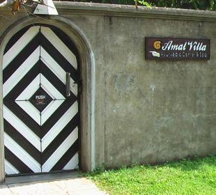 Strassenseite - Eingang Amal Villa