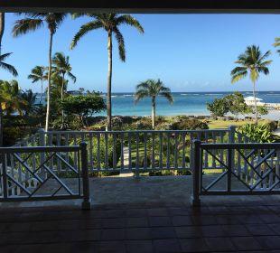 Blick Vom Hauptgebäude zum Strand Villa Serena