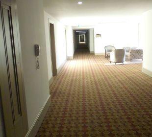 Auf dem Weg vom Fahrstuhl zum Zimmer Hotel Side Crown Palace
