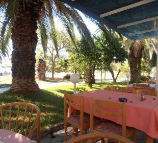Blick von der Terrasse zum Meer Hotel Possidona Beach