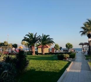 Blick Richtung Strand Vantaris Beach Hotel