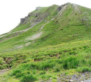Bewachsene Berge Berghotel Madlener