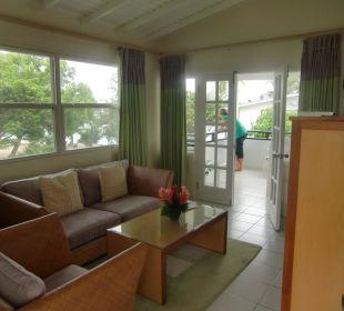 Unser Wohnraum mit anschließendem Balkon Hotel The Calabash