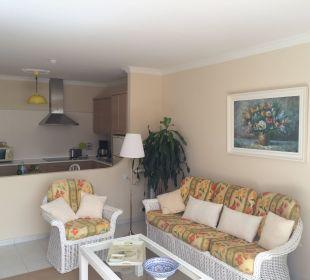 Wohnzimmer und Küche im Hintergrund  Hotel La Palma Jardin