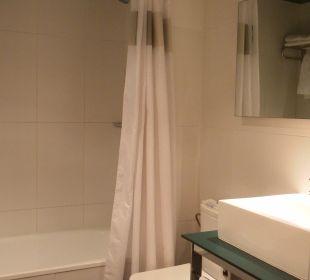 Badezimmer mit Badewanne Hotel Ciutat de Barcelona
