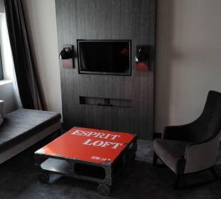 TV und Sofa Park Inn By Radisson Lübeck