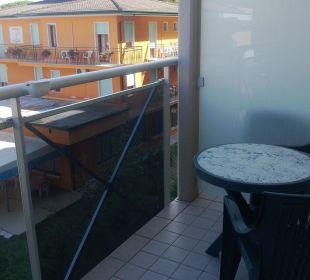 Der Balkon mit Tisch und 2 Stühlen Hotel Eraclea Palace