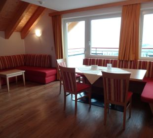 Wohn- Esszimmer Hotel Alpenroyal