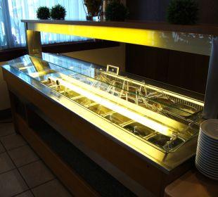 Salatbar mit Schutzabdeckung Hotel Menüwirt