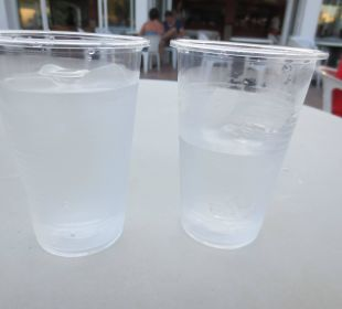Getränke in Plastik ;-) Hotel Ola Club Cecilia