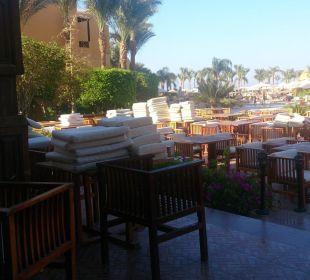 Polster werden umgedreht, da dreckig Stella Di Mare Beach Resort & Spa Makadi Bay