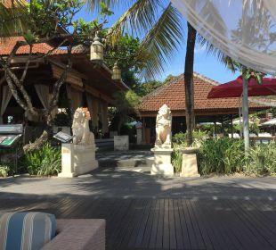 Vom Strand aus gesehen Hotel Griya Santrian