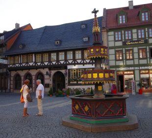 Brunnen mit Hotelansicht Hotel Travel Charme Gothisches Haus