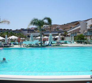 Ausblick von der Terrasse des ital. Restaurants Hotel Resort & Spa Avra Imperial Beach