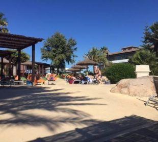 Betonierte Wege in der ganzen Anlage allsun Hotel Eden Playa