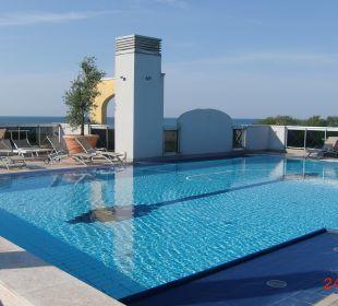 Schöner Pool am Dach Hotel Eraclea Palace
