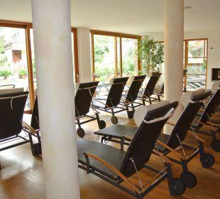 Schwimmbadliegen Hotel Taubers Unterwirt