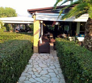Blick zum Restaurant Hotel Robolla Beach