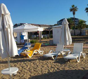 Strand und Umkleidekabinen/Dusche Sensimar Side Resort & Spa