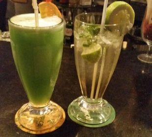 Reichliche und leckere Cocktailauswahl Hotel Las Costas