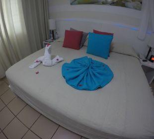 Täglich neue Dekoration vom Zimmerservice Hotel BlueBay Villas Doradas