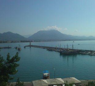 Blick auf den Hafen smartline Kaptan