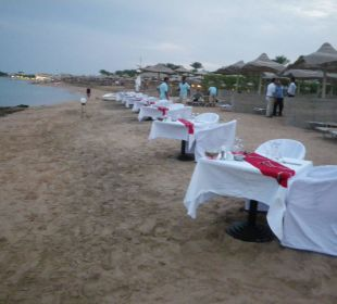 Vorbereitungen zum Stranddinner TUI SENSIMAR Makadi Hotel