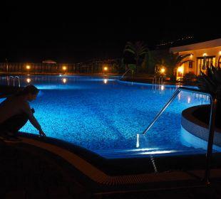 Pool bei Nacht Hotel Luz Del Mar