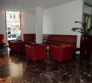 Sitzbereich im Eingang ARCOTEL Rubin