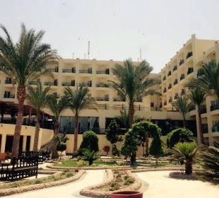 Hotel von einem der Pools aus zu sehen