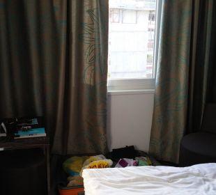 Bett und TV Motel One Stuttgart