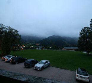 Blick aus dem Zimmer auf den Dachstein im Nebel Apartment Hotel Bio-Holzhaus Heimat