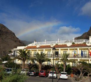 Hotelaußenansicht mit Regenbogen Hotel Gran Rey