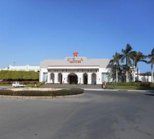 Aussenansicht vom Eingang Stella Di Mare Beach Resort & Spa Makadi Bay