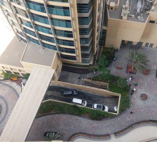 Ausblick auf Hotelzufahrt Hotel Grand Millennium Al Wahda Abu Dhabi